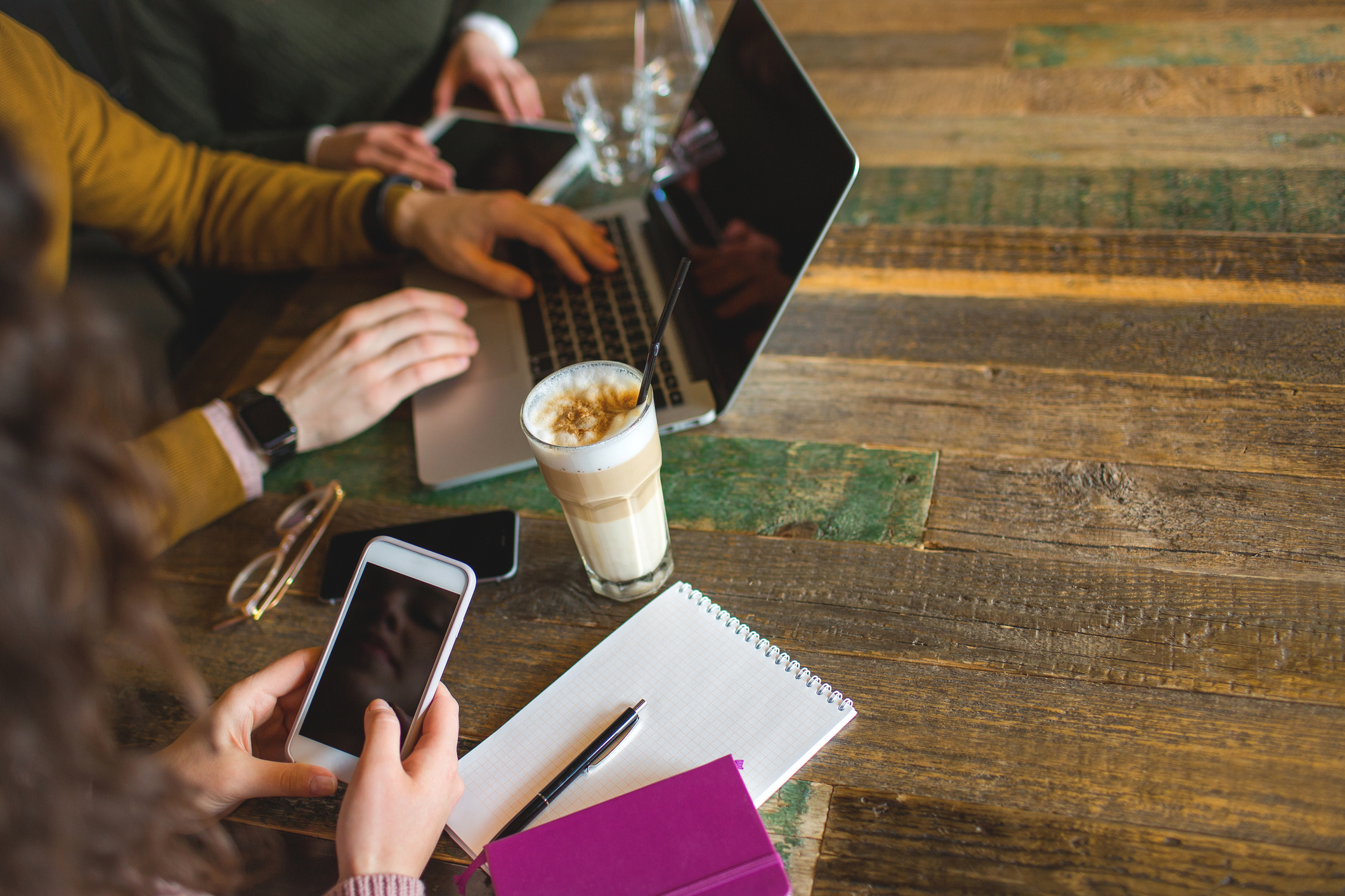 ポケットWi-Fi口座振替なら外出時にも高速通信!