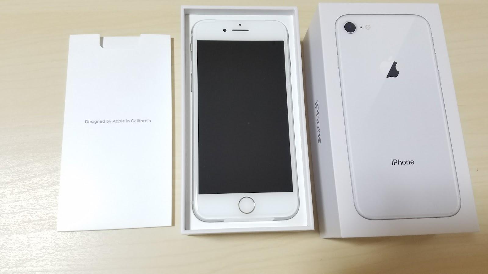 箱から出したiPhone8